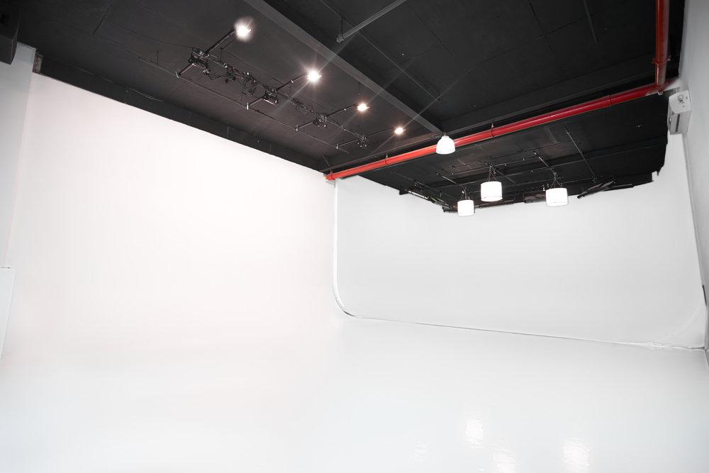 BMJ_Studios_Cyc_stage_1.jpg