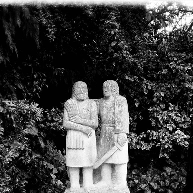 New Town idols  #bw #blackandwhite #35mm #film #photography #konica #af3 #ilfordfp4 #gardencity #utopia #greenbelt #art #sculpture #figure #form #newtown #neuetowngrotesk #stmartin #townplanning #urbandevelopment