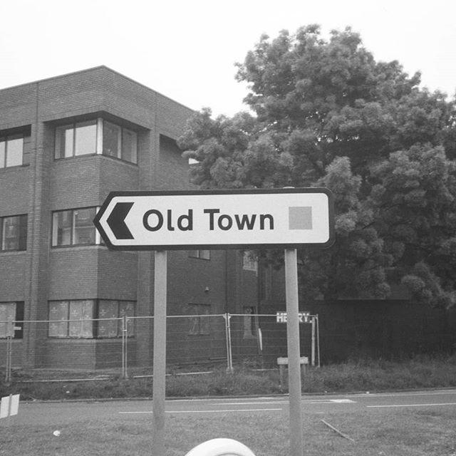 This is the New Town. The Old Town is that way.  #bw #blackandwhite #35mm #film #photography #konica #af3 #ilfordfp4 #socialrealism #timecapsule #brutalism #urbanplanning #townplanning #newtown #gardencity #utopia #dystopia #greenbelt #urbansprawl #suburbia #statedevelopment #socialhousing #society #silkingrad #neuetowngrotesk #newtowngrotesk