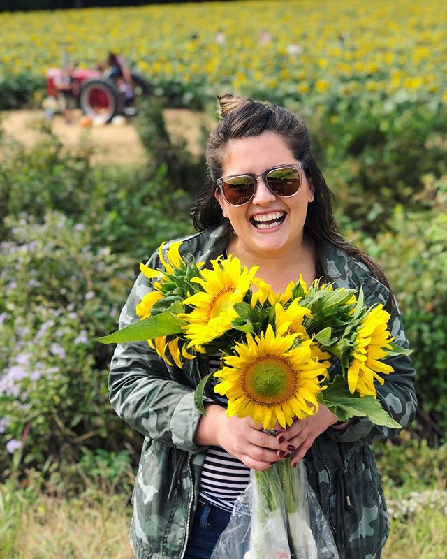 Mondays are better with sunflowers 🌻🌻🌻