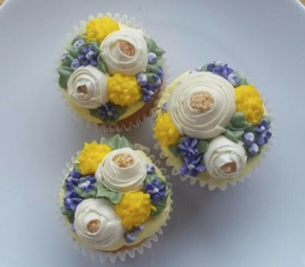 For the foodie: Floral cupcake decorating