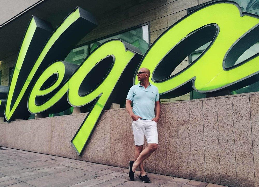 Balázs 42 éves, angol tanár, jelenleg hallgató a Kaposvári Egyetem Fotográfia MA szakán.