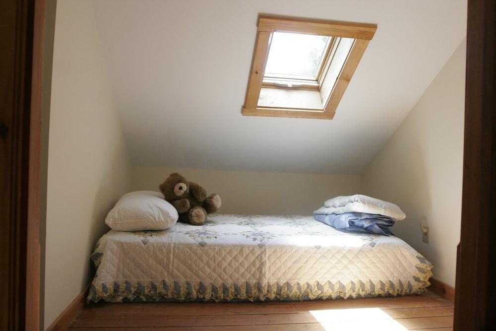 Pond House-Kids Bed.JPG