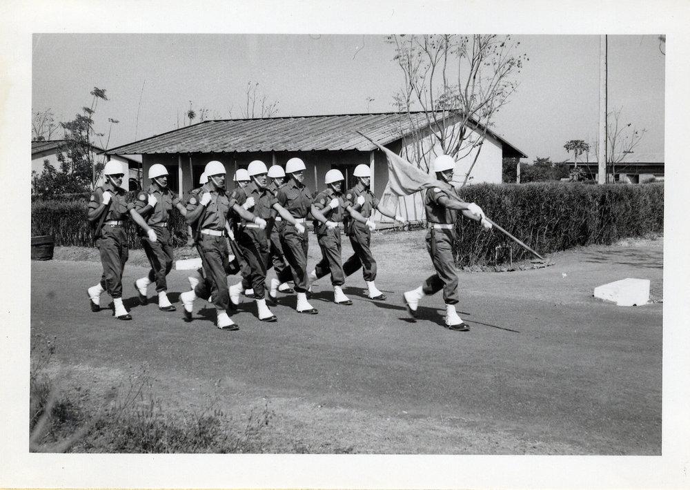 Fanvakten vid överste Jonas Waerns besök. Bataljon XII.
