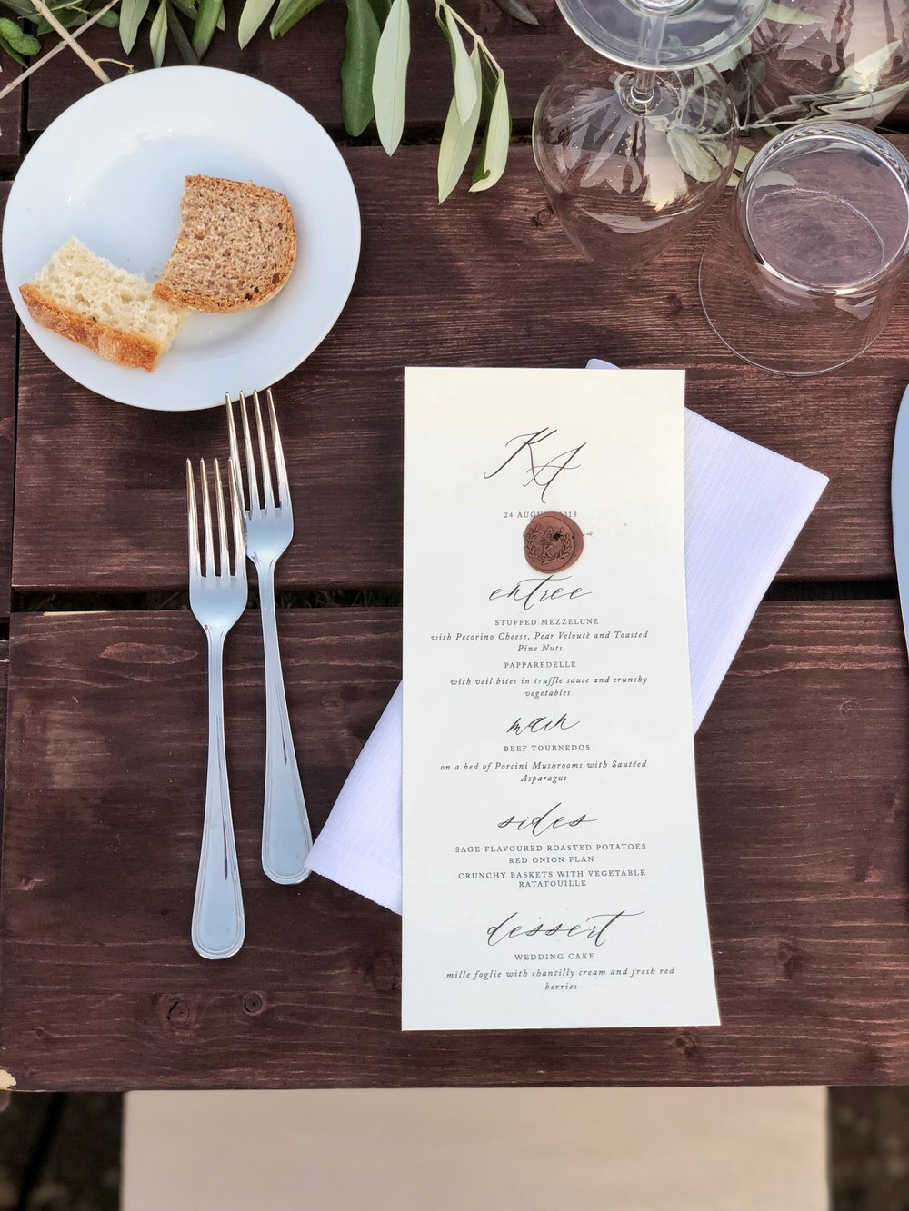 tuscan wedding table setting