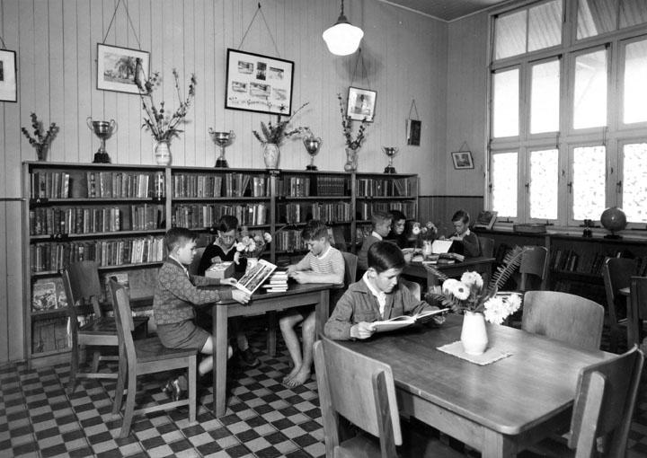 Library_Buranda_State_School_c_1950.png