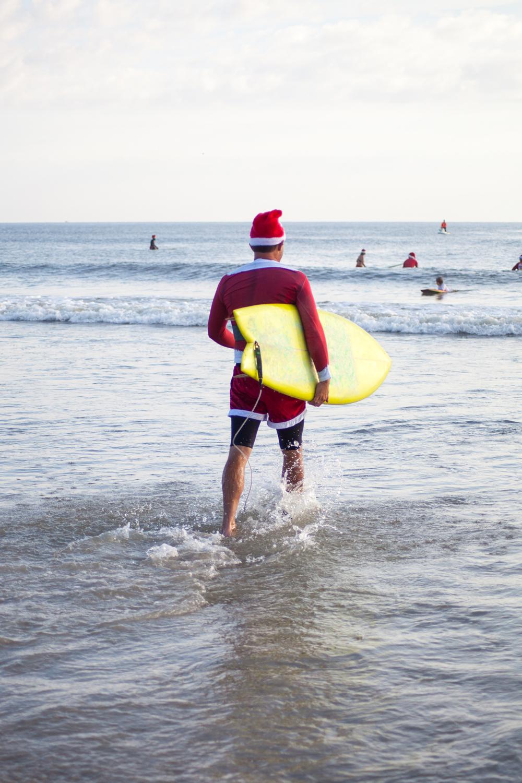 surfing-santas-03.jpg