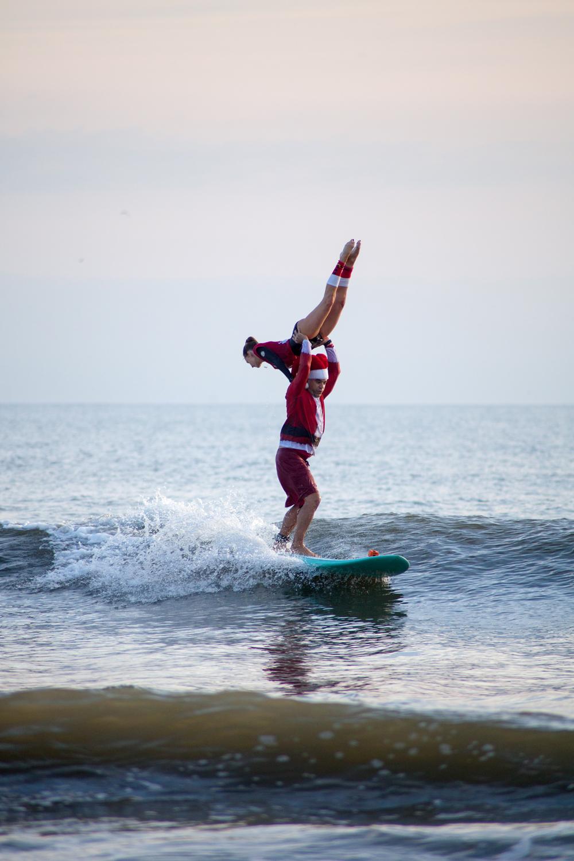 surfing-santas-04.jpg