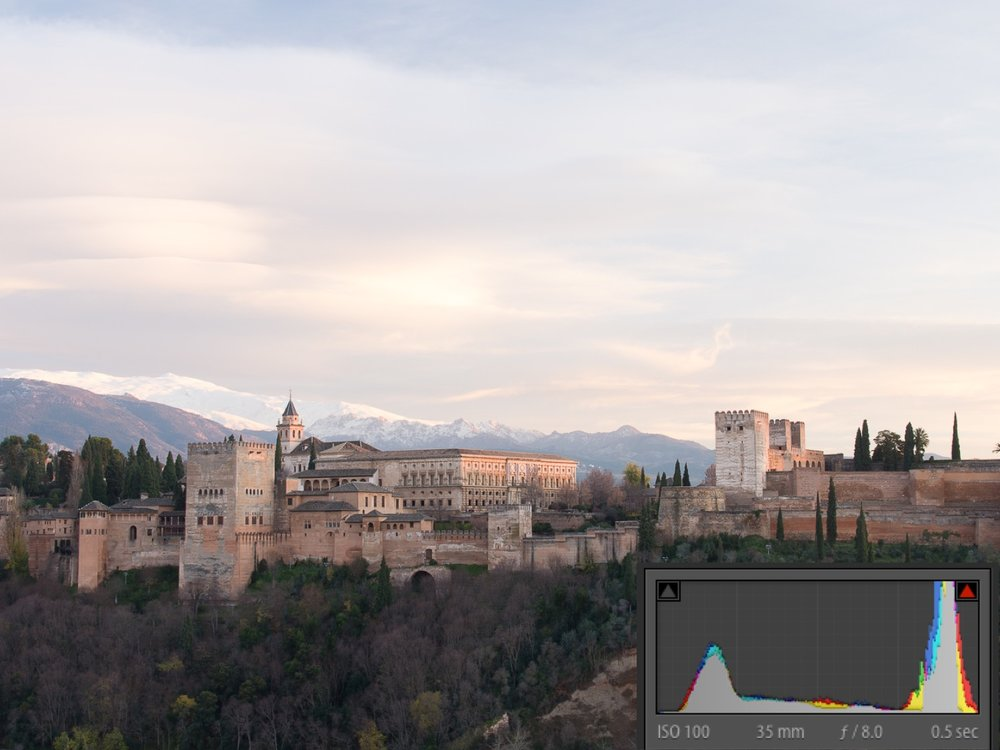 The Alhambra without GND. The histogram tells us that this is quite a contrasty scene as we have a big peak on the right for the sky and a peak on the left for the shadows. Very few pixels are in the mid-tones area of the graph.