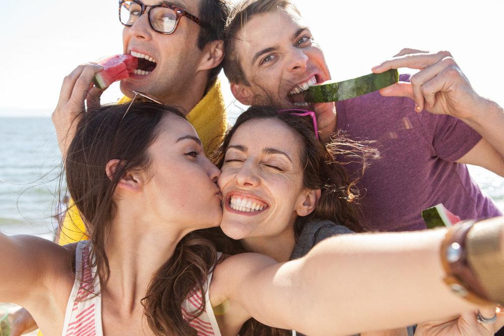 Google_Dusk_Friends_Candid_Smiles_Lifestyle_Antonio_DeLucci.jpg