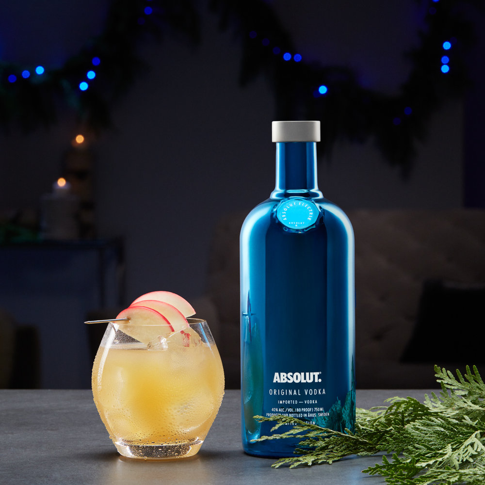 Absolut_ElectrikBottle_06_HolidayCocktail_0616_MAIN_38m_RGB.jpg