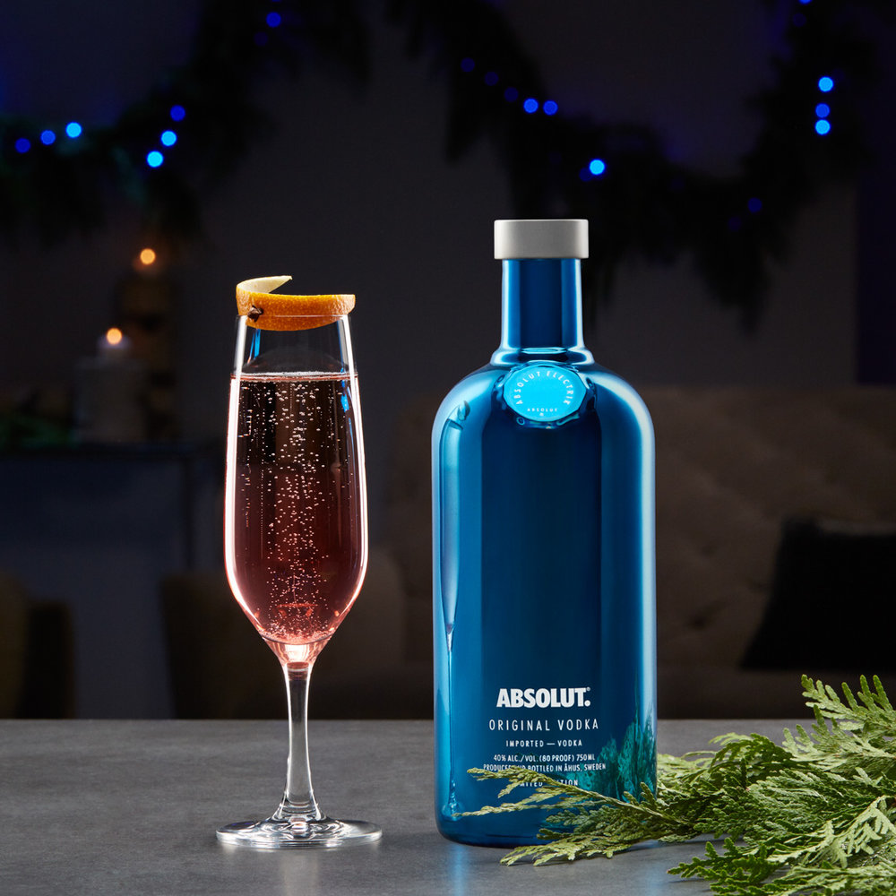 Absolut_ElectrikBottle_06_HolidayCocktail_0644_MAIN_45m_RGB.jpg