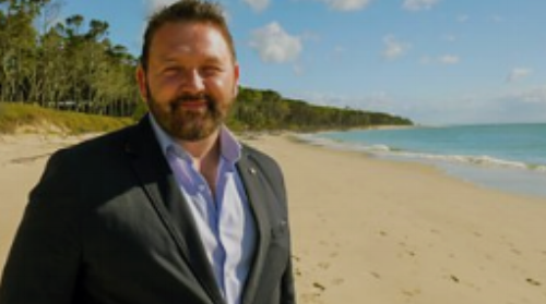 Episode 3    In the last in the series, William Crawley continues to explore the history of Ulster emigration to Australia. In Queensland, he hears the incredible survival story of a 19th-century explorer from the Moy in County Tyrone and explores the Scottish and Irish musical influences on Australia's King of Country, Slim Dusty.