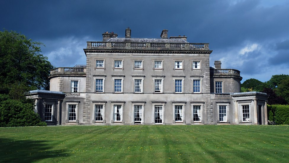 Episode 2 - Country Houses   Dan Cruickshank explores the rise of the country house in 18th century Ulster.