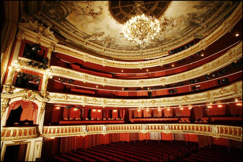 Opéra National du Rhin, Strasbourg - L'Opéra national du Rhin doit son caractère exemplaire à l'apport spécifique des trois villes qui le composent : Strasbourg, Mulhouse et Colmar. La politique culturelle de l'Opéra national du Rhin se traduit par une programmation annuelle de plus de 140 représentations d'opéra, danse, récitals, concerts et spectacles jeune public.