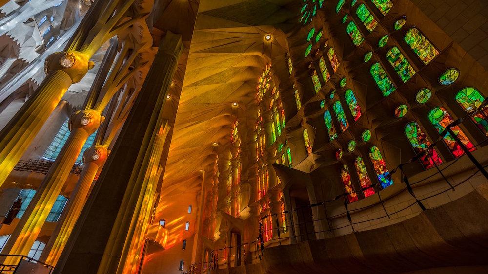 La Sagrada Familia, Barcelona - La Sagrada Família, ou Templo Expiatorio de la Sagrada Familia est une basilique de Barcelone dont la construction a commencé en 1882. C'est l'un des exemples les plus connus du modernisme catalan et sans doute le monument le plus emblématique, et donc incontournable de la ville. Prix par personne pour une entrée basique : à partir de 19€