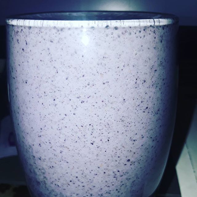 I can make a smoothie that fits any glass to a T. Ask my sister! I just eyeball the glass and it fits perfectly every single time.
