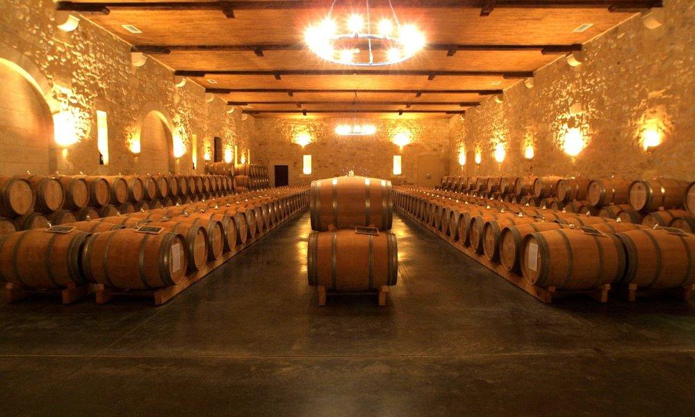 Wine Tour... - Nous vous promettons des rencontres inoubliables avec des hommes et des femmes qui vous parleront de leur vin avec passion.