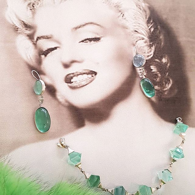 Diamonds are a Girl best Friends..💎💎🍸... or cabouchon earrings from Suzette? 😊 #jewerly #oneofakindjewerly #ormaconcept #fur #manufaktur #schmuck #munich #bavaria #blogger_de #blogger_muc #fashionshopping  #munichlifestyle #munichlife #munichlove #edelsteine #green #azzurro #marilynmonroe