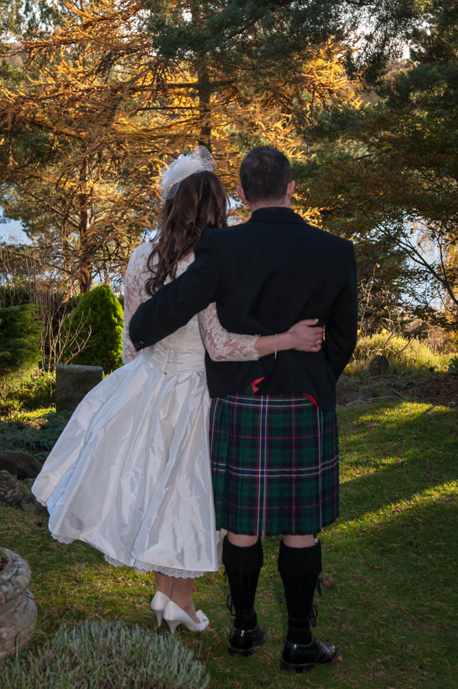 Duddingston-Hub-Edinburgh-Wedding-Photography-0889.jpg