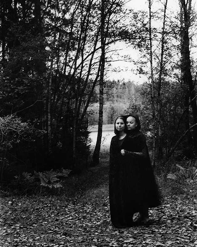 #bw_magasine #photography #fineart #bnw_europe #fotografi #photography #35mm #portrait #sisters #søsken #norwegianwood