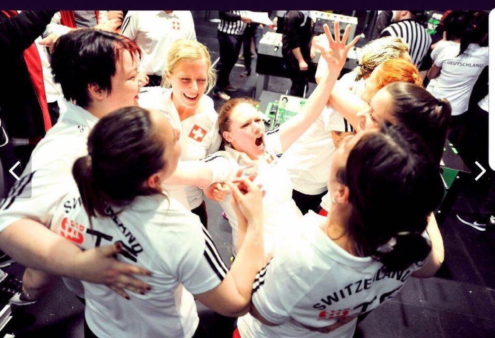 DOUBLE-DOUBLE - Der Team-Event: Du bist Turnierspieler und hast die Qualifikation für die Schweizermeisterschaft knapp verpasst? Du bist Plausch-Spieler und möchtest mit Kollegen an einem aussergewöhnlichen Tischfussball-Turnier teilnehmen? Im Team-Event spielen Teams à 4 Spieler um den Turniersieg.