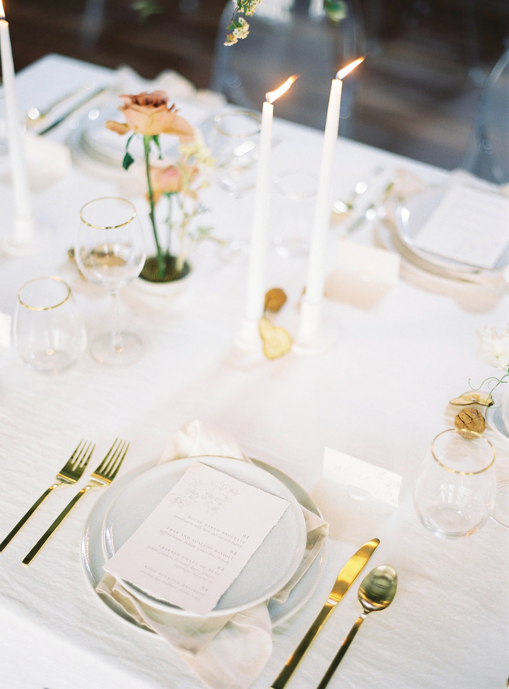 Aravella Event Design | Modern Minimalist Bridal Inspiration | Photo by Katie Grant Photography | Tablescape | Place Setting