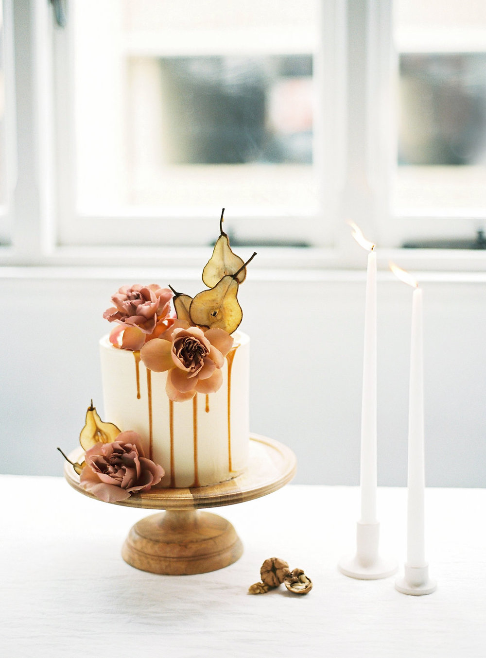 Aravella Event Design | Modern Minimalist Bridal Inspiration | Photo by Katie Grant Photography | Wedding Cake | Drip Cake