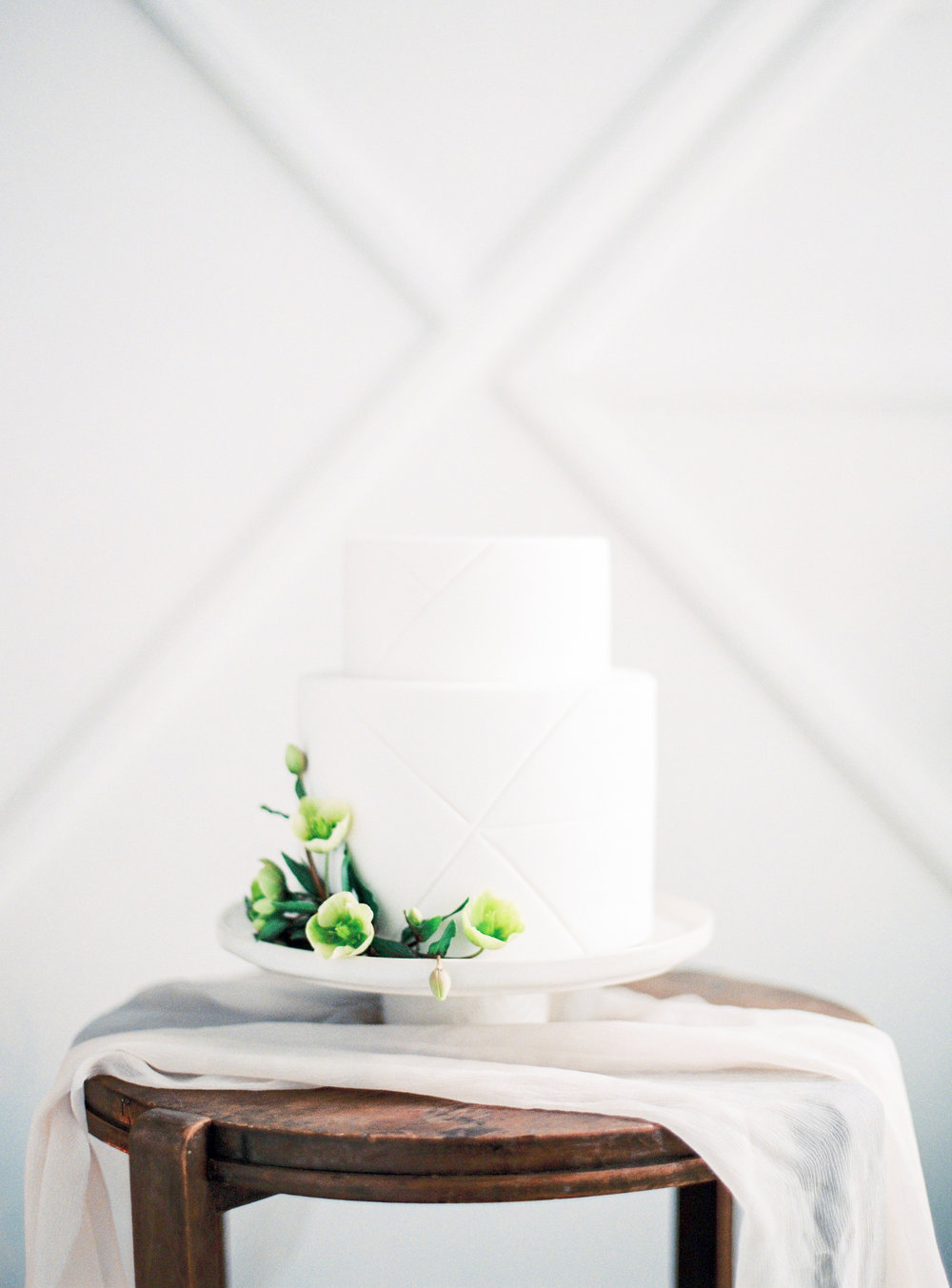 Aravella Event Design | Minimalism Wedding Cake | Photo by Ben Yew Photography