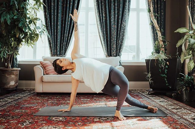 Vasisthasana • Side Plank (Variation) ✨✨✨ · Improves sense of balance and concentration · Strengthens arms, wrists, legs and abdominal muscles · Stretches back, legs and chest