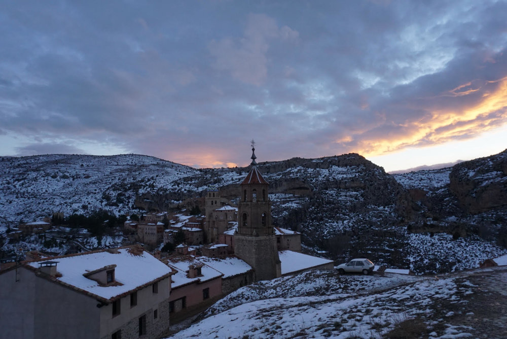 Albarracín is perched in the foothills of the  la   Sierra de   Albarracín     above el  Rio Guadalaviar  (Photo credit: Wai Yi Ng)