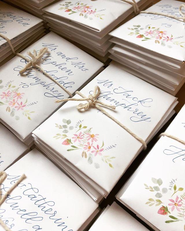 Wildflower seed packets as escort cards? #yesplease 🌸• • • • • #virginiawedding #weddingstationery #thatsdarling #southernwedding #peonyseason #wildflowers #weddingstationery #weddingpaper #weddingseason #escortcards #handmade