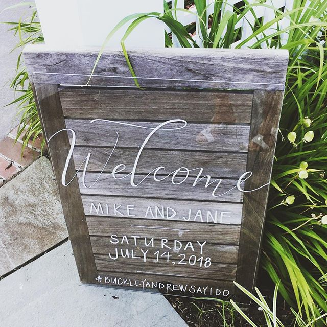 When the bride is your best friend, you have double the fun designing the wedding weekend goodies ✨ This #handlettered lucite welcome sign was one of my favorites! Congratulations @janerew and @buckleyracing xo! • • • • • #buckleyandrewsayido #handlettering #summerwedding #calligraphy #moderncalligraphy #modernwedding #newjerseybride #summerlove #thatsdarling #greenweddingshoes