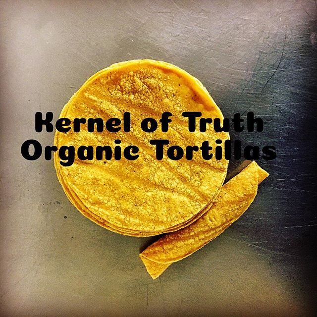 Proud to announce Team Machete will be distributing @kerneloftruthorganics tortillas @thehfm starting next Sunday. This weekend come by and pick up a sample pack at our booth 🌽🌽🌽 #organic #organiccorn #organictortillachips #tortilla #tortillas #tortillaorganica #lafood #mexicanfood #farmersmarket #boyleheightschillisauceco #elmachete1924 #lovelaboralchemy #chipsandsalsa #chips #salsa #salsacasera #salsaroja #salsaverde #chillisauce #chillies #hotsauce