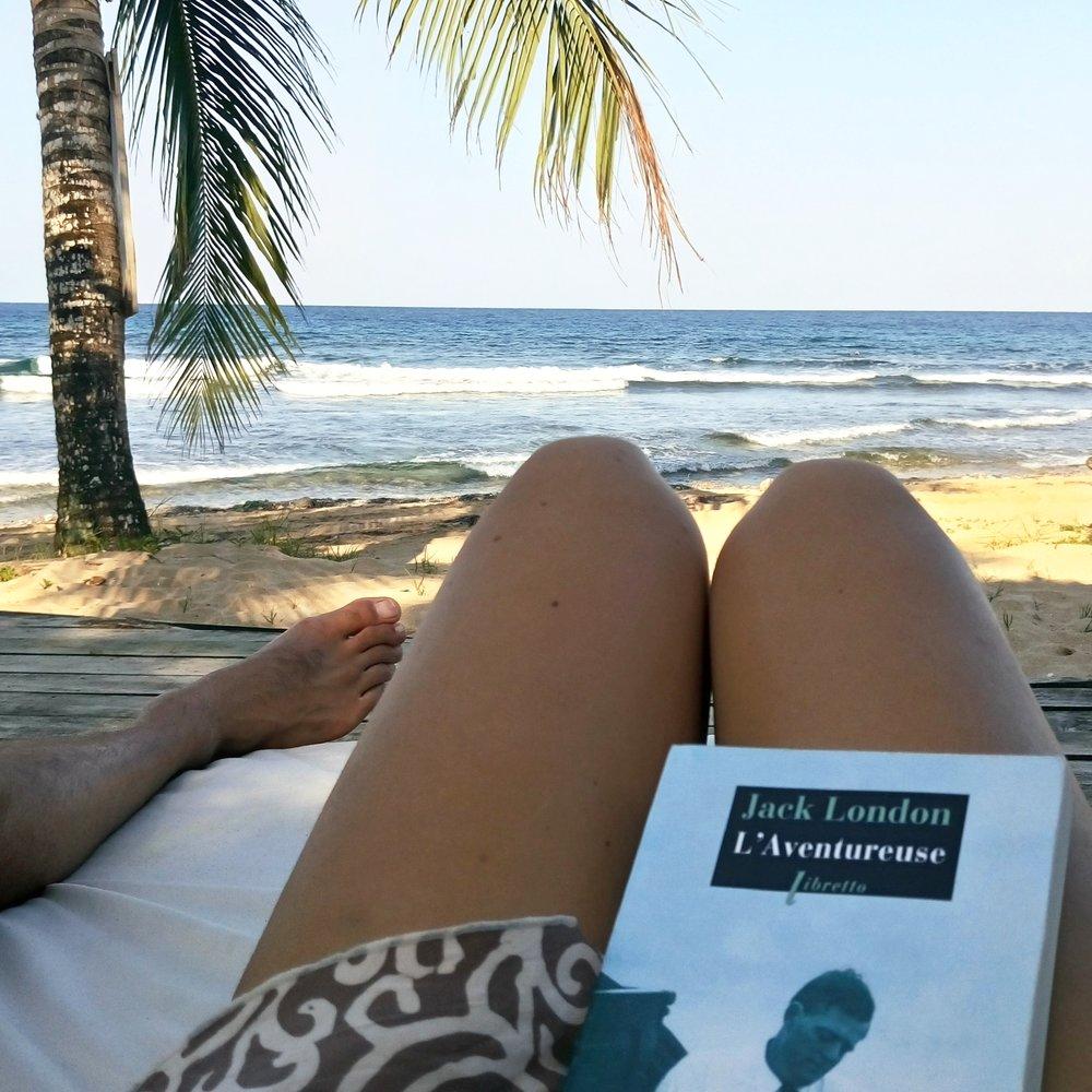 - Détente au Paki PointJ'emmène toujours de quoi lire en voyage, et vous ?! J'ai passé un très bon moment avec L'Aventureusede Jack London. Je vous le conseille !