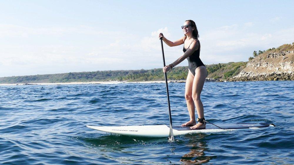 Balade en Stand Up Paddle dans la Baie de Carrizalillo, Puerto Escondido, Mexique.  Maillot de bain  Oxbow Elle  à shopper  ICI