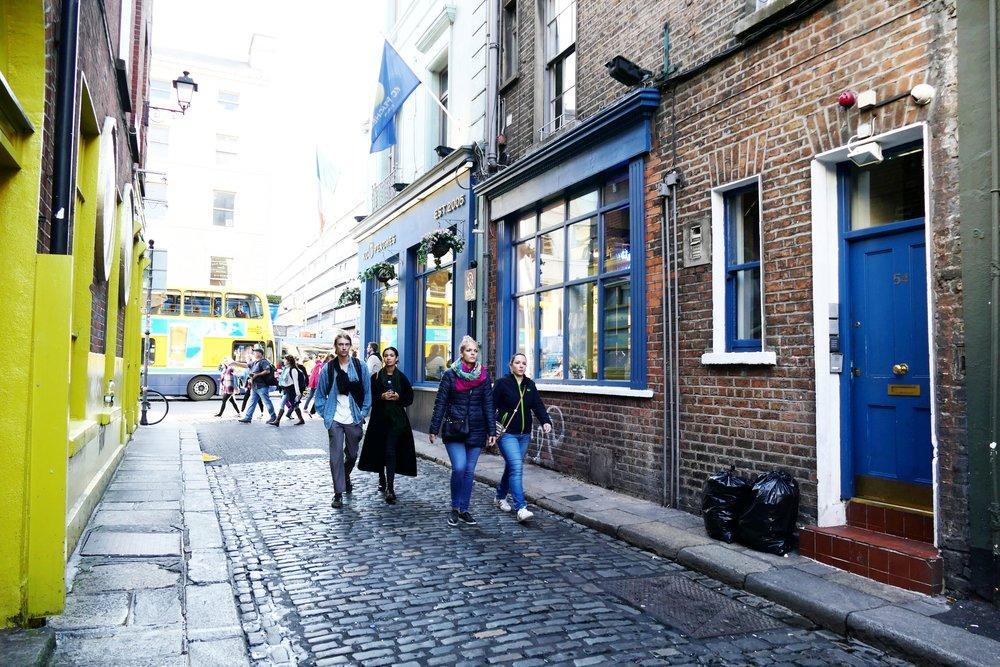 Temple Lane South - Ça, c'était la porte de mon appart' ! L'appartement a été racheté par un café/restaurant. Ça m'a fait bizarre, tout ce changement !