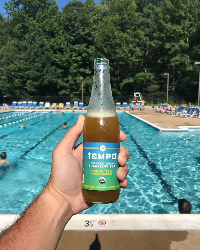 Sometimes we feel like our beverage was made for moments like this. 😎💦 #poolside #summer