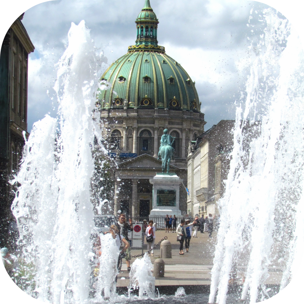 rounded_corners copenhagen fountain.png