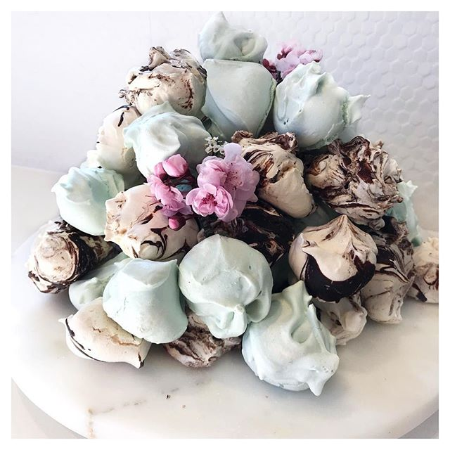 Celebrating a sweet Baby Boy's Christening! 💙 Turning our signature meringues baby blue for the occasion - sitting pretty with our dark chocolate swirl flavour 😍✨
