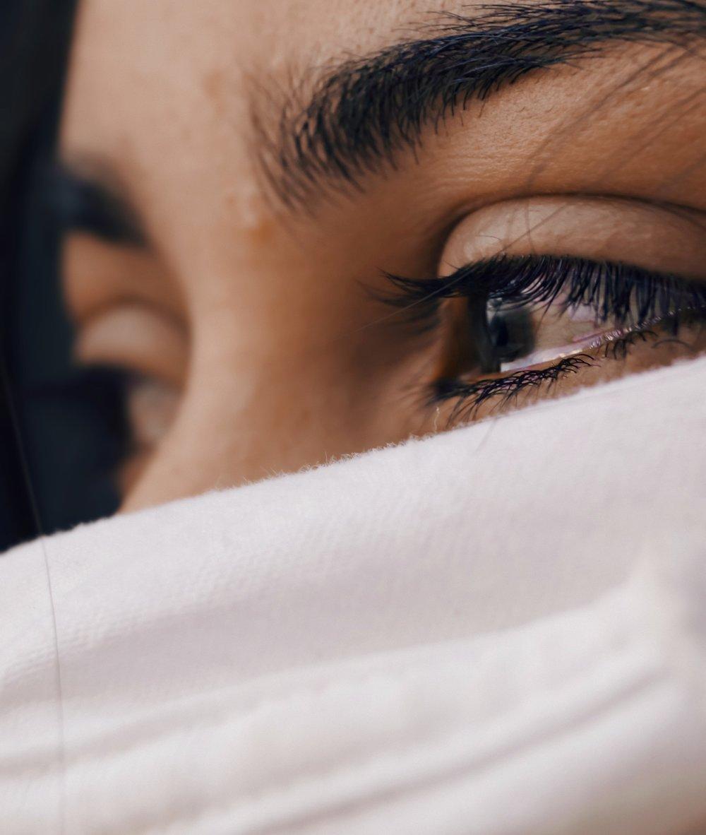 Close-up of woman's sad eyes,  Luis Galvez  (CC0)
