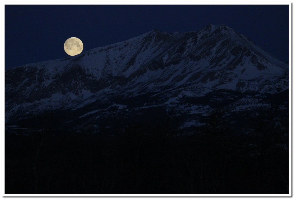 Moonset over Yellow Mountain