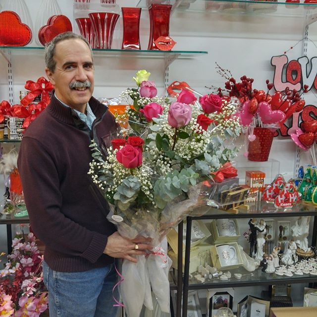 Getting ready for the pre-valentines day great rose give away!  Who will be the lucky ones to recieve these gorgeous roses? #valentinesday #lavioletteflowers #70cmroses #gorgeousroses #localflorist