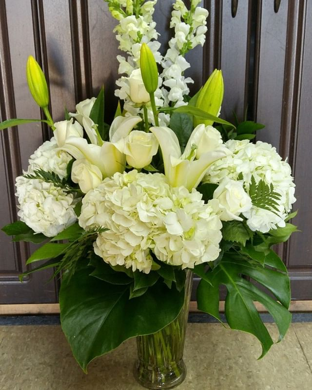 Beautiful white floral vase arrangement for any occasion.  #lavioletteflowers #hydrangea #orientallilies #snapdragons #whiteroses #positiveenergy