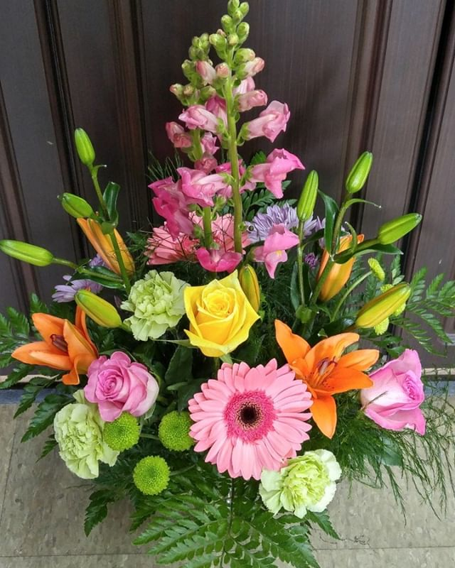 The perfect gift!  Find it here at #lavioletteflowers #somethingspecial #yourfavoriteflorist #springfloral #freshflowers #😘🌸