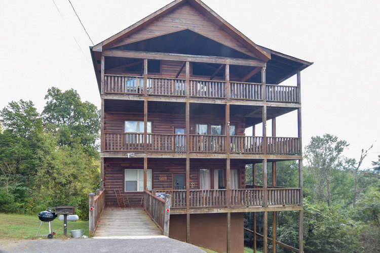 Eagles Landing Lodge - 6 bedroom master suite cabin in Sevierville