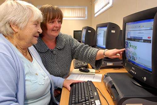 VolunteerHelpingSeniorOnComputer.jpg