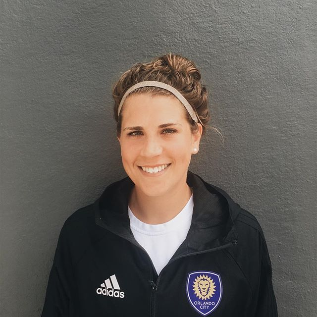 @sarahapplehagen is a coach with @orlandocitysc youth, a former pro soccer player, and avid baker, cook, and artist. - We had the pleasure to sit down with her to hear her a bit of her story. Keep an eye on the site for her interview coming soon!!