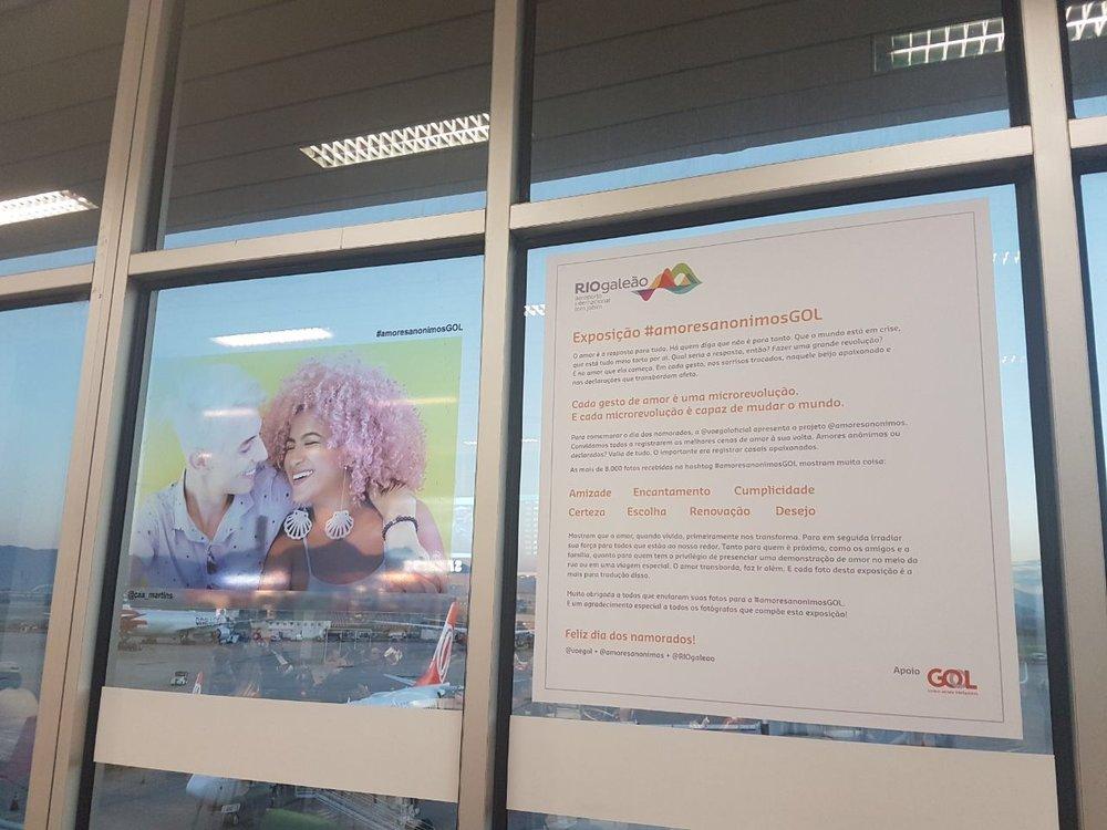 Cena da exposição #amoresanônimosGOL no Aeroporto RIOgaleão.