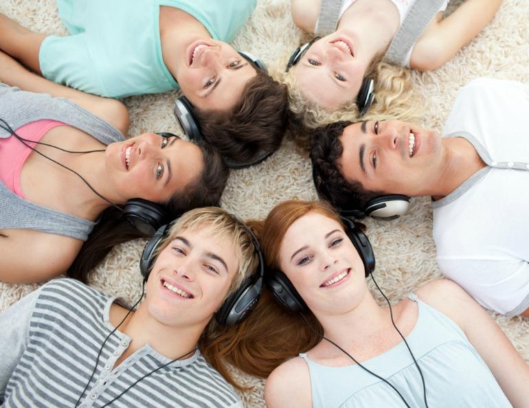 Teens-listening-to-music.jpg